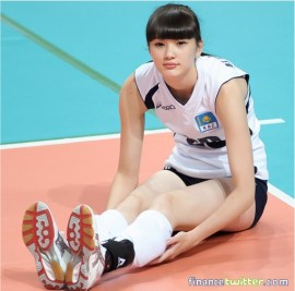 Kazakhstan-Sabina-Altynbekova-Volleyball-Player-Babe-warming-up-sitting-on-court2