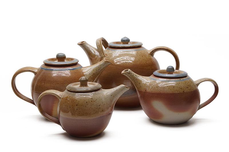 Die Kaffeekannen aus der Salzbrand-Serie der Töpferei Kurig