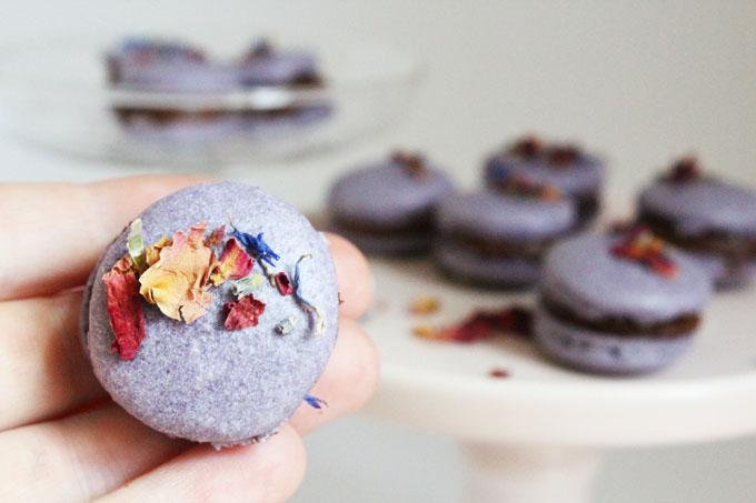 macarons-mit-getrockneten-blueten