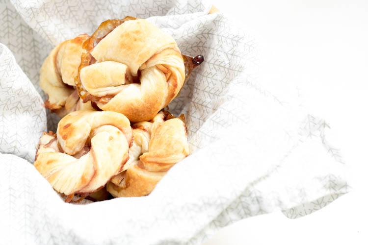 Rezept Blätterteigknäuel mit Kirschmarmelade