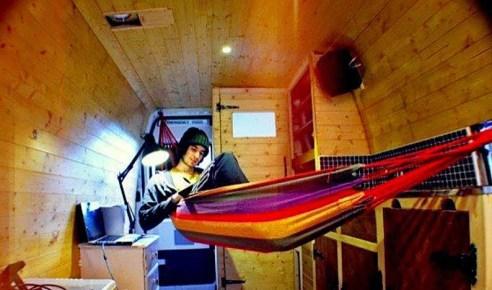 mikehudson-the-vandog-traveller-has-everything-he-needs-theflyingtortoise-001