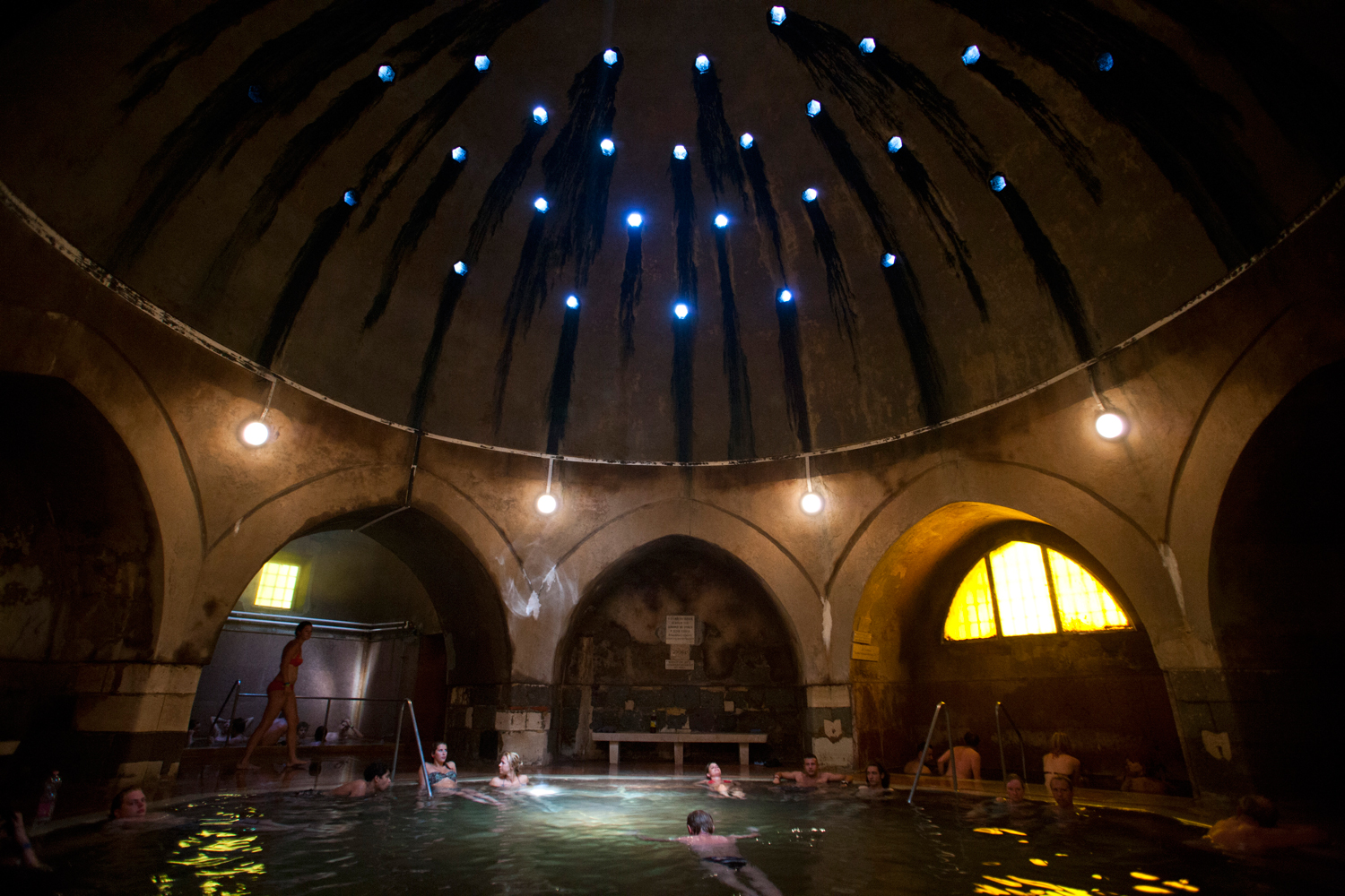 thermal-baths-in-budapest-_-kiraly-bath