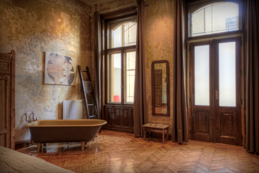 Tinei Bath
