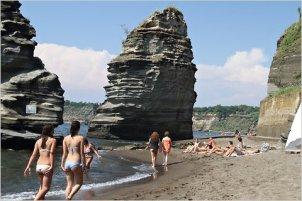07frugal-procida-beach-blog480
