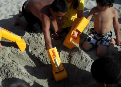 Handtrux-Backhoe-Boys-Digging-on-sand