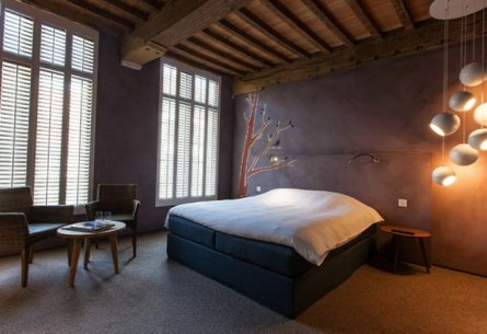 La-Suite-Sans-Cravate-in-Bruges-Belgium-9