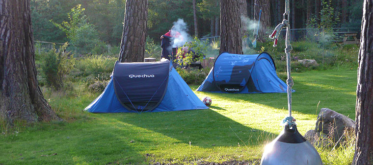 camping-blue-tents