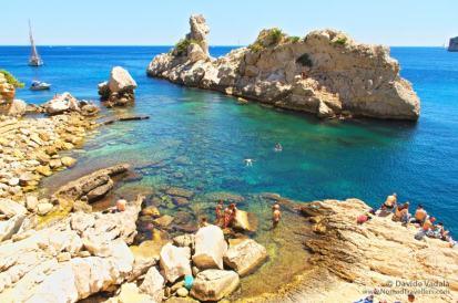 Les-Calanques-Marseille-France-boat-sea-cliff-diving-rock-island-mediterranean-blue-_IMGP1117