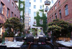 original_Review-Katz_Orange_Berlin_Restaurant_Outdoor_Seating_in_Courtyard