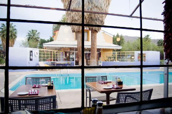 poolside-29-palms-inn