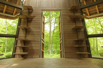 bird-nest-cabin-perched-in-french-forest-5-thumb-660x439-2869