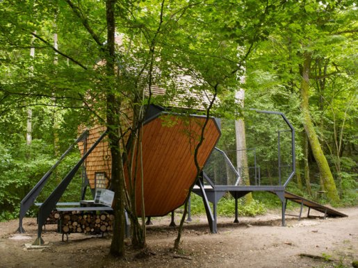 bird-nest-cabin-perched-in-french-forest-7-thumb-660x495-2873