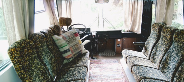bus-converted-cabin-rooftop-deck-008-600x269