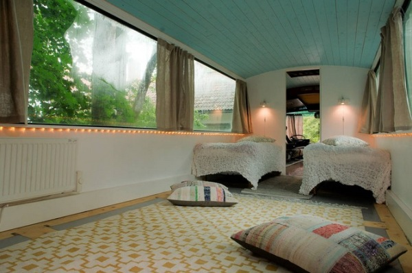 bus-converted-cabin-rooftop-deck-011-600x398