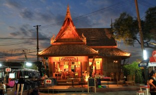 bangkok-rod-fai-market