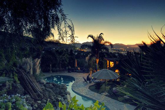 casa_de_laila_pool_sunset_560