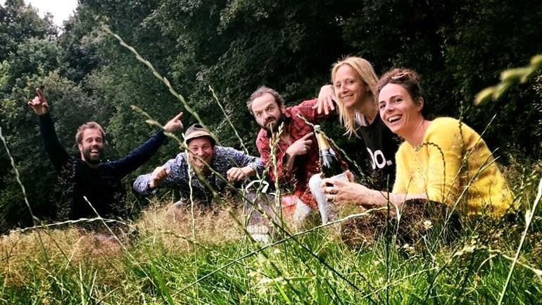 De-initiatiefnemers-achter-de-camping-foto-Facebook-Esther-Reijn