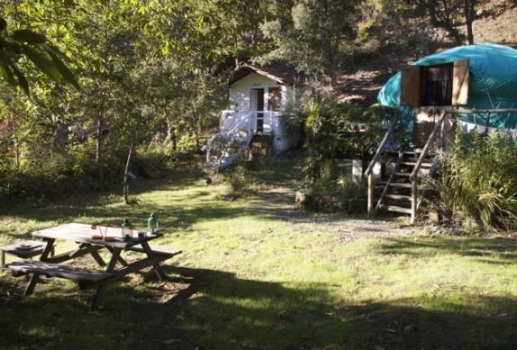 yurt-and-bathroom-574x389