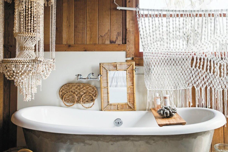 surf-shack-book-bohemian-bathroom-with-macrame-and-clay-bead-pendant-1