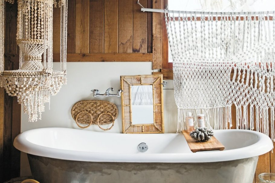 surf-shack-book-bohemian-bathroom-with-macrame-and-clay-bead-pendant-1