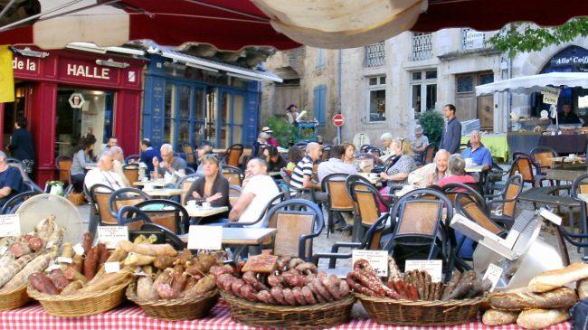 St-Antonin-Cafe-Halle
