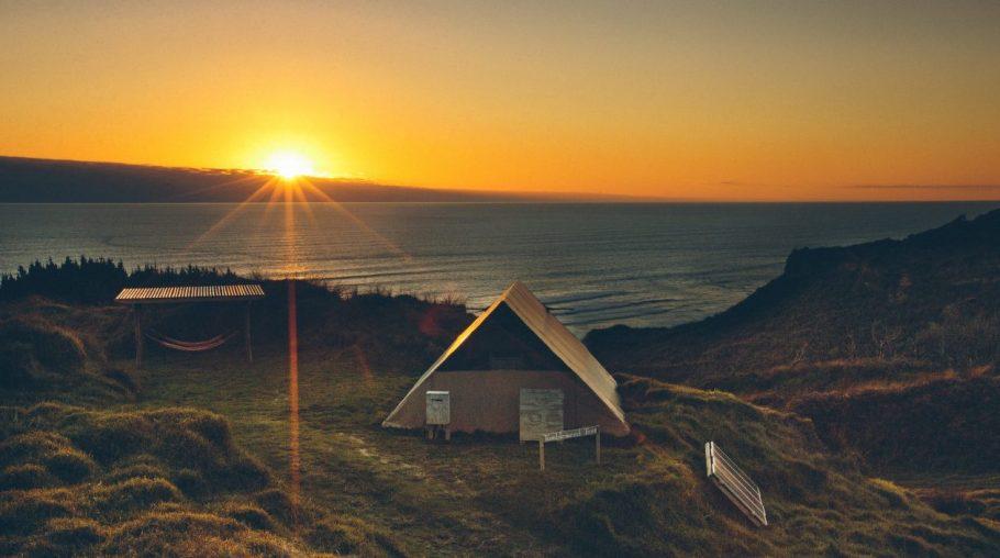 luxury-tent-resort-and-tree-house-paradise-above-karioitahi-beach-1488365085390