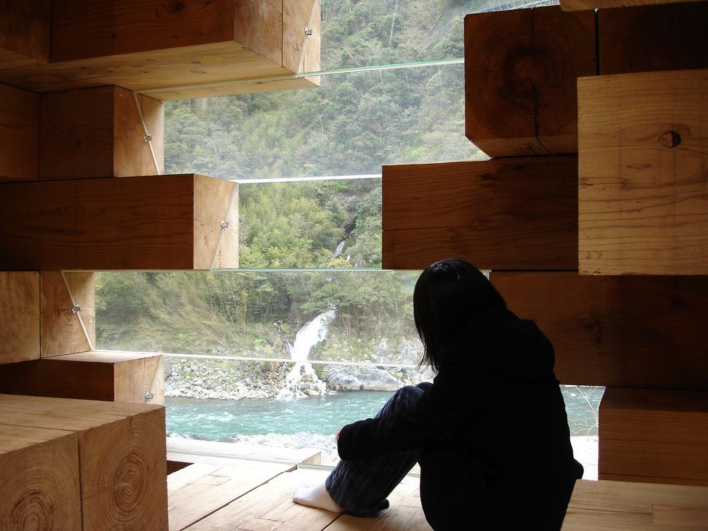 smallhousebliss-sou-fujimoto-final-wooden-house-photo-by-jeff-gaines7