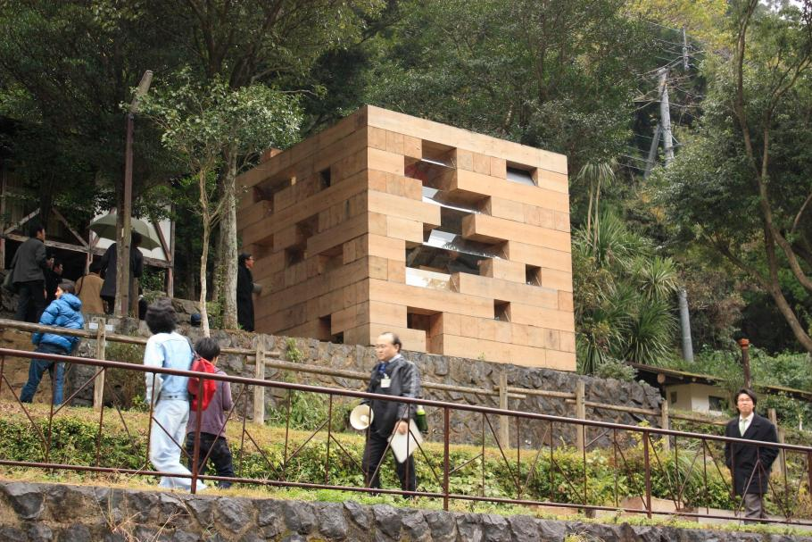 smallhousebliss-sou-fujimoto-final-wooden-house-photo-by-kenta-mabuchi4