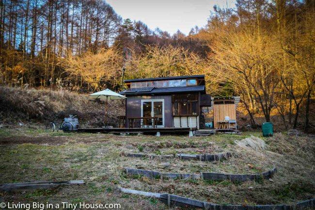 Japan-Off-Grid-Cabin-Exterior-1