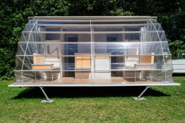 De-Markies-trailer-awning-down