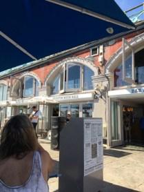 Brighton Music Hall bjöd på skugga och trubadur.