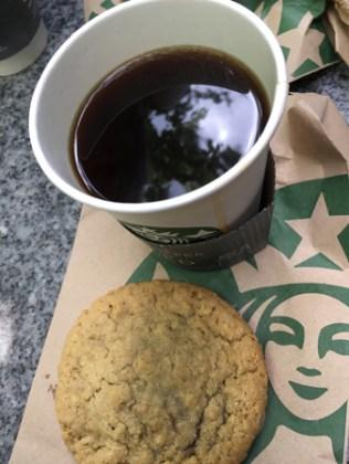 Kaffe och cookie.