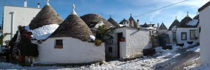 Despite the snow, it wasn't really cold at all - a perfect day to explore the winding streets of trulli.