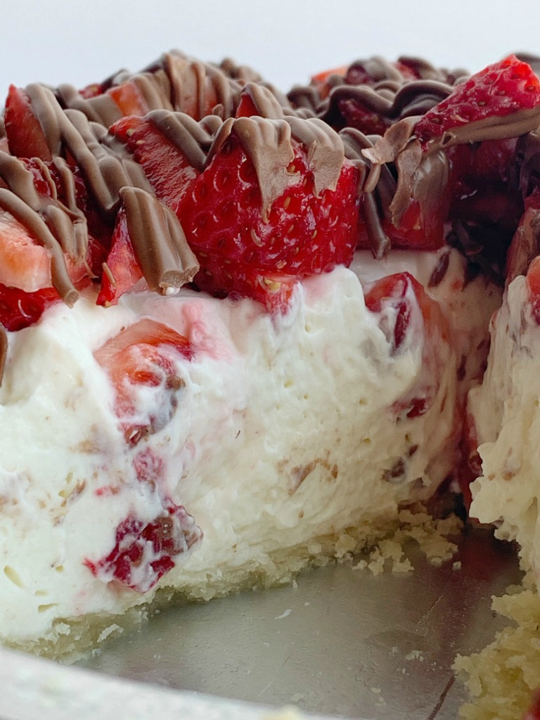 Strawberry Cream Pie | Pie Recipe | Strawberry Pie | Strawberry Cream Pie in a flaky pie crust, sweet creamy layer, fresh strawberries, and a milk chocolate drizzle. Easy to make and so delicious. #dessert #dessertrecipes #strawberry #strawberryrecipes #recipeoftheday