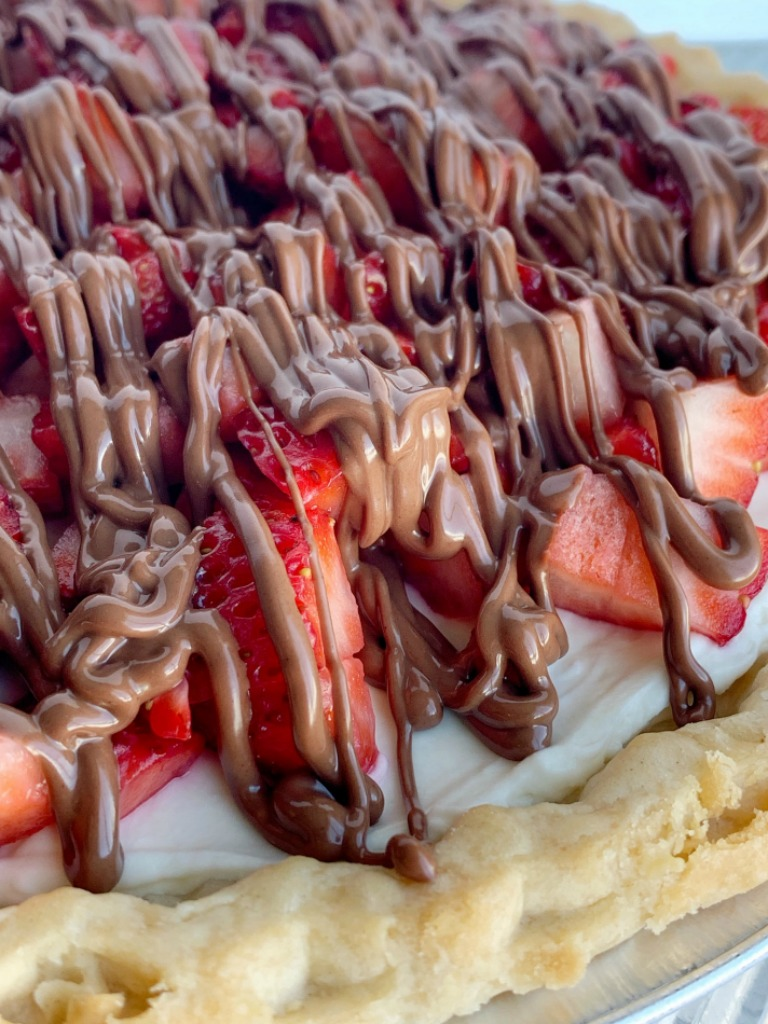 Strawberry Cream Pie   Pie Recipe   Strawberry Pie   Strawberry Cream Pie in a flaky pie crust, sweet creamy layer, fresh strawberries, and a milk chocolate drizzle. Easy to make and so delicious. #dessert #dessertrecipes #strawberry #strawberryrecipes #recipeoftheday