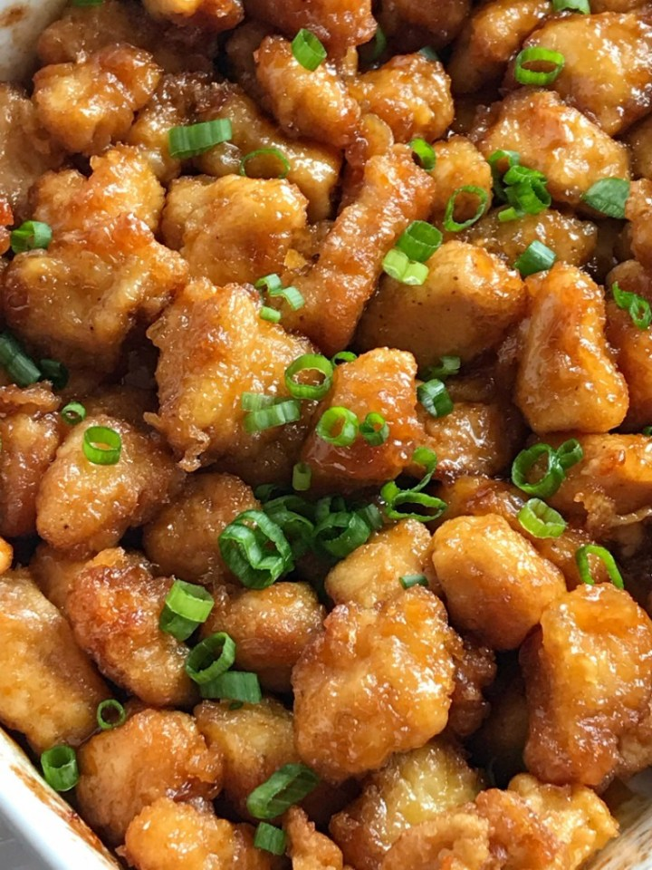 Baked Crispy Orange Chicken   Chinease Food   Dinner Recipe   Orange Chicken   Baked Orange Chicken   This baked orange chicken is tastes better than any Chinese take-out you'll get at a restaurant. Crispy coating of egg & cornstarch and then it's baked in a sweet and delicious orange sauce. This is a dish that you will want to make over and over. #dinnerrecipes #easydinnerrecipes #orangechicken #chicken #dinner #chineasefood