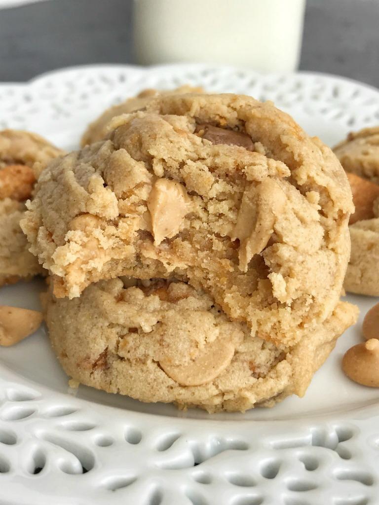 Butterfinger Peanut Butter Cookies   Peanut Butter Cookies   Butterfingers   Dessert   Cookies   #cookies #peanutbutterdessert #peanutbutterrecipes #peanutbutter