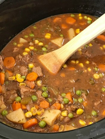Slow Cooker Beef Stew | Beef Stew Recipe | Slow cooker beef stew is loaded with tender beef chunks, vegetables, and potatoes that cook in a flavorful tomato beef broth. This beef stew recipe is the ultimate comfort food that will warm you right up. #beefstewrecipe #crockpot #slowcooker #beef #stew