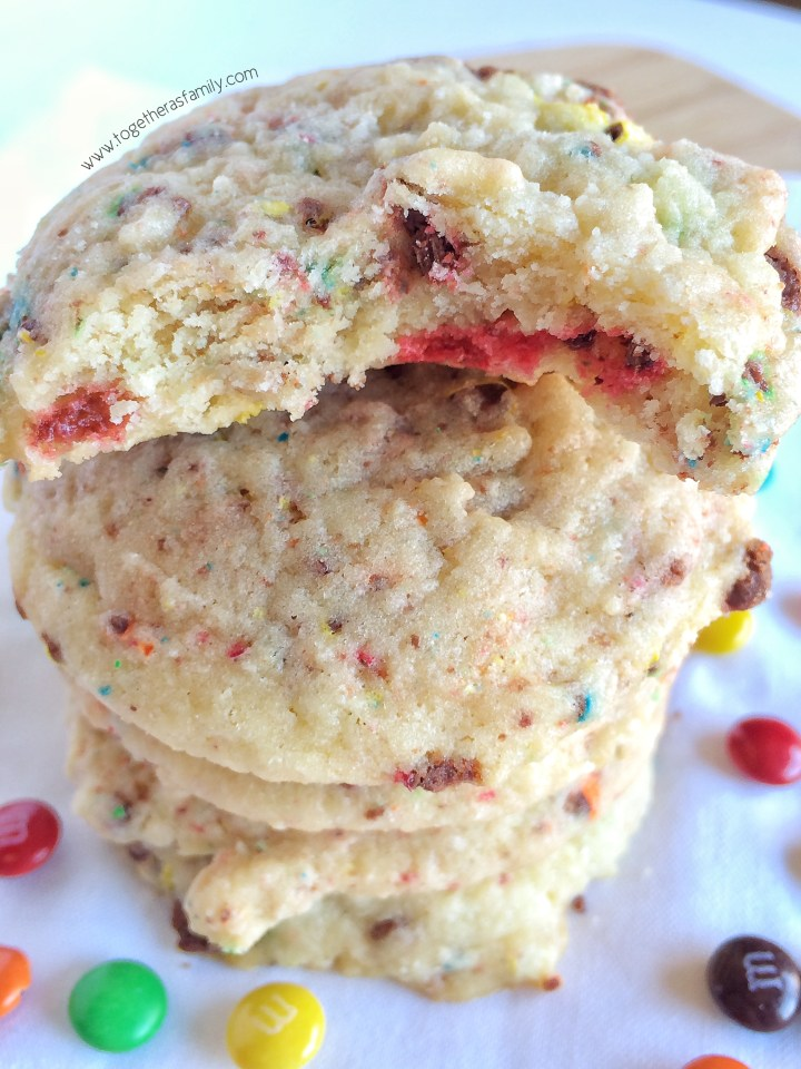M&M's CONFETTI COOKIES | www.togetherasfamily.com