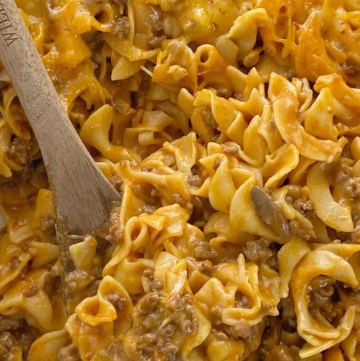 Ground Beef Country Casserole is packed with all your favorite comfort foods. Tomato, mushrooms, creamy sauce, ground beef, and tender egg noodles. It's an easy casserole that's made with inexpensive ingredient.