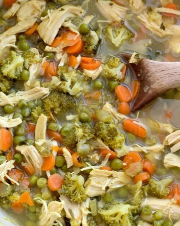 Detox Soup Recipe | Chicken Detox Soup | Detox Soup with chicken, vegetables, ginger, turmeric, and apple cider vinegar is a delicious way to eat healthy food and detox for the new year or during the busy Holiday season! Cooks up in one pot on the stove and it's great for several days as leftovers.
