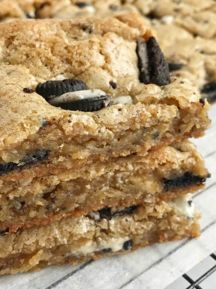 Easy, one bowl Oreo cookies & cream blondie bars. Thick, soft-baked, crispy buttery edges, and loaded with Oreo cookies and cookies & cream chocolate. Everyone will love these delicious dessert blondie bars.