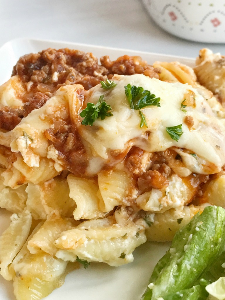Switch up traditional lasagna dinner and make this cheesy lasagna casserole. Full of tender shell pasta, convenient canned spaghetti sauce, and a creamy and cheesy filling. This is the best comfort food recipe and something the entire family can agree on!