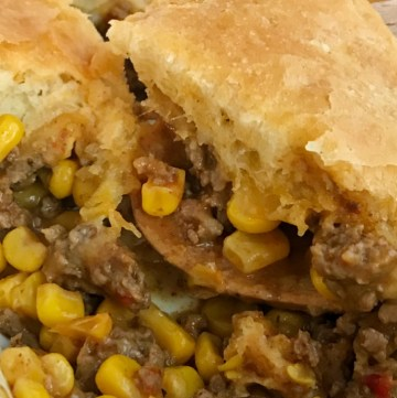 Easy Mexican Biscuit Casserole | Casserole Recipe | Dinner Recipe | Mexican casserole is an easy, 30 minute dinner that only needs 5 ingredients. A hearty ground beef filling with corn, is topped with cheese and flaky buttery biscuit dough. Serve with your favorite taco toppings for an easy family dinner. #dinnerrecipe #easyrecipe #casseroles #casserolerecipe #mexicanfood #recipeoftheday