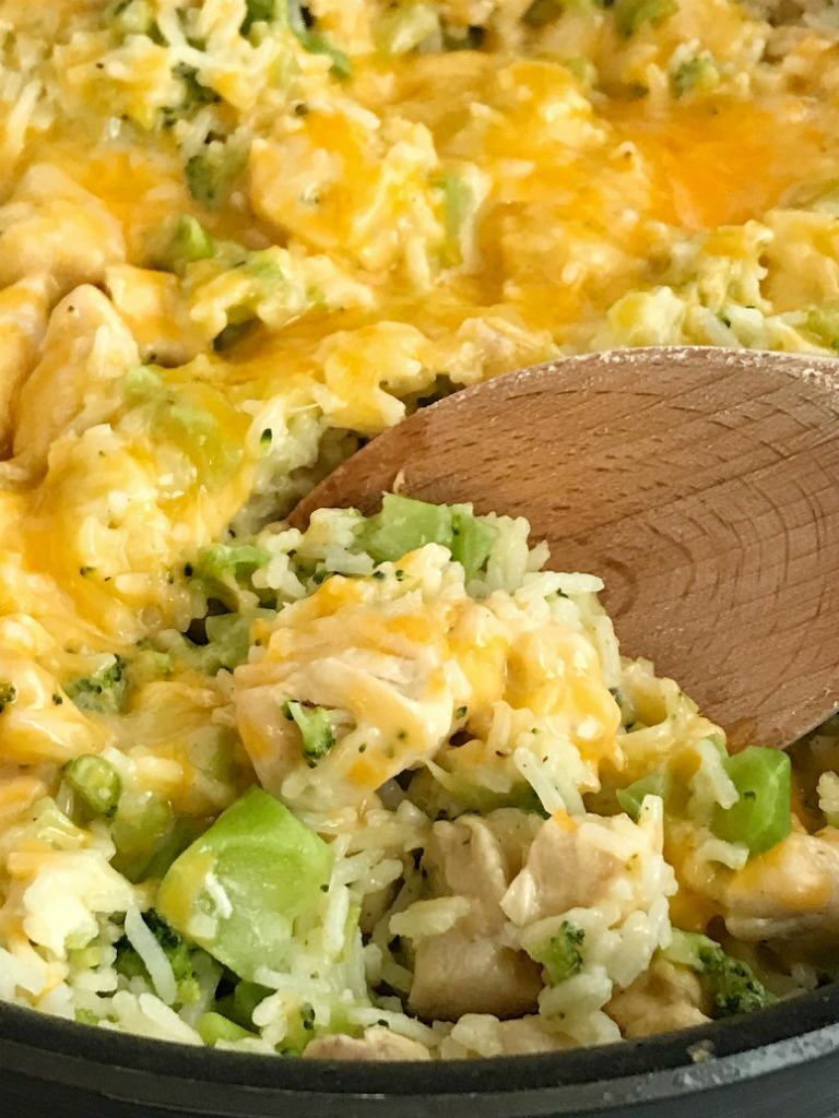 One Pot Chicken Broccoli & Rice | One pot cheesy chicken broccoli rice is a quick & easy skillet dinner that is also gluten-free! Only a few simple ingredients and you have a delicious, cheesy, family-friendly skillet dinner. #onepotdinner #skilletdinnerrecipes #easydinnerrecipes #chickenrecipes