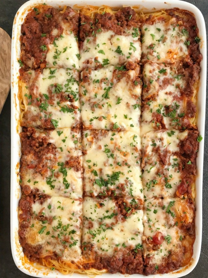 Baked Spaghetti Casserole   Baked spaghetti casserole is a family favorite dinner that's filled with pasta, cheese, and an easy spaghetti meat sauce. This gets gobbled up even by the pickiest eaters when I make it for dinner. Serve with a salad and garlic bread for a delicious and heart family dinner #easydinnerrecipes #casserole #casserolerecipes