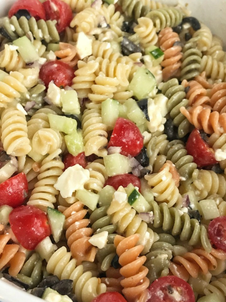 Quick & Easy Italian Pasta Salad | Pasta Salad Recipes | Pasta Salad | Italian Pasta Salad | Easy Italian pasta salad will be the star of all your summer picnics and BBQ's! Takes just minutes to make and can be eaten right away or refrigerated. Tender rotini pasta, cucumber, tomatoes, red onion, black olives, and feta cheese covered in Italian dressing. So quick, easy, and delicious! #pastasalads #easyrecipes