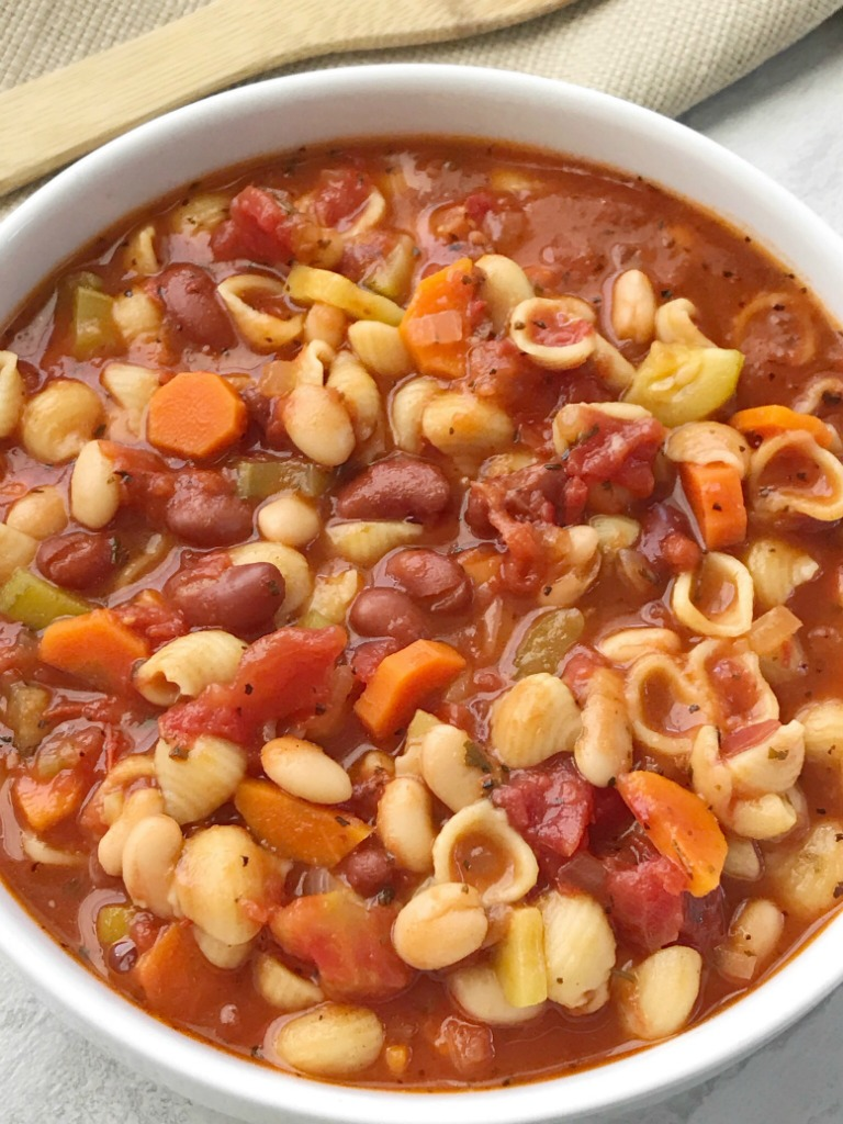 Instant Pot Minestrone Soup | Instant Pot Recipe | Minestrone soup made in just minutes in the Instant Pot or pressure cooker! Loaded with vegetables, tender pasta, beans, in a super flavorful tomato vegetable broth. Serve this Instant Pot minestrone soup with parmesan cheese and crusty bread for a healthier version on comfort food. #instantpot #pressurecooker #souprecipes #healthyrecipe #instantpotrecipes