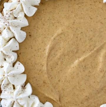No Bake Marshmallow Pumpkin Pie | Pumpkin Pie Recipe | No Bake Pie | No Bake Pumpkin Pie | No bake marshmallow pumpkin pie is a sweet and fluffy twist to classic pumpkin pie. Marshmallow, Cool whip, and pumpkin combine to make a delicious pumpkin pie in a store-bought graham cracker crust. #pumpkin #pumpkinspice #nobake #dessert #easydessert #recipe #recipeoftheday