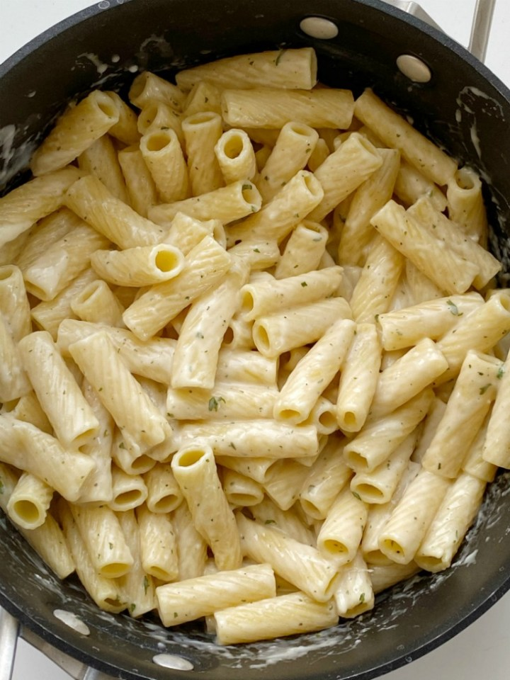 Easy Garlic Parmesan Pasta is a family favorite 20 minute dinner recipe! This is my family's most loved & requested recipe. Pasta noodles covered in a creamy garlic parmesan white sauce.